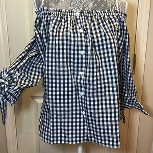 Off shoulder blouse sz M 💙